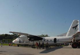 Atrae la atención de los santaclareños el avión situado en las áreas del stadium Sandino.