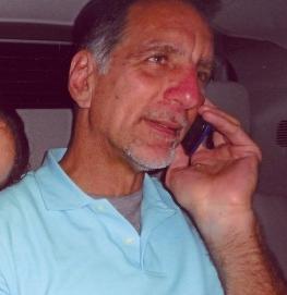 Preocupado por la integridad de Rene su abogado Philip Horowitz.