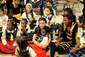 Esparce miel La Colmenita en su gira por los Estados Unidos.